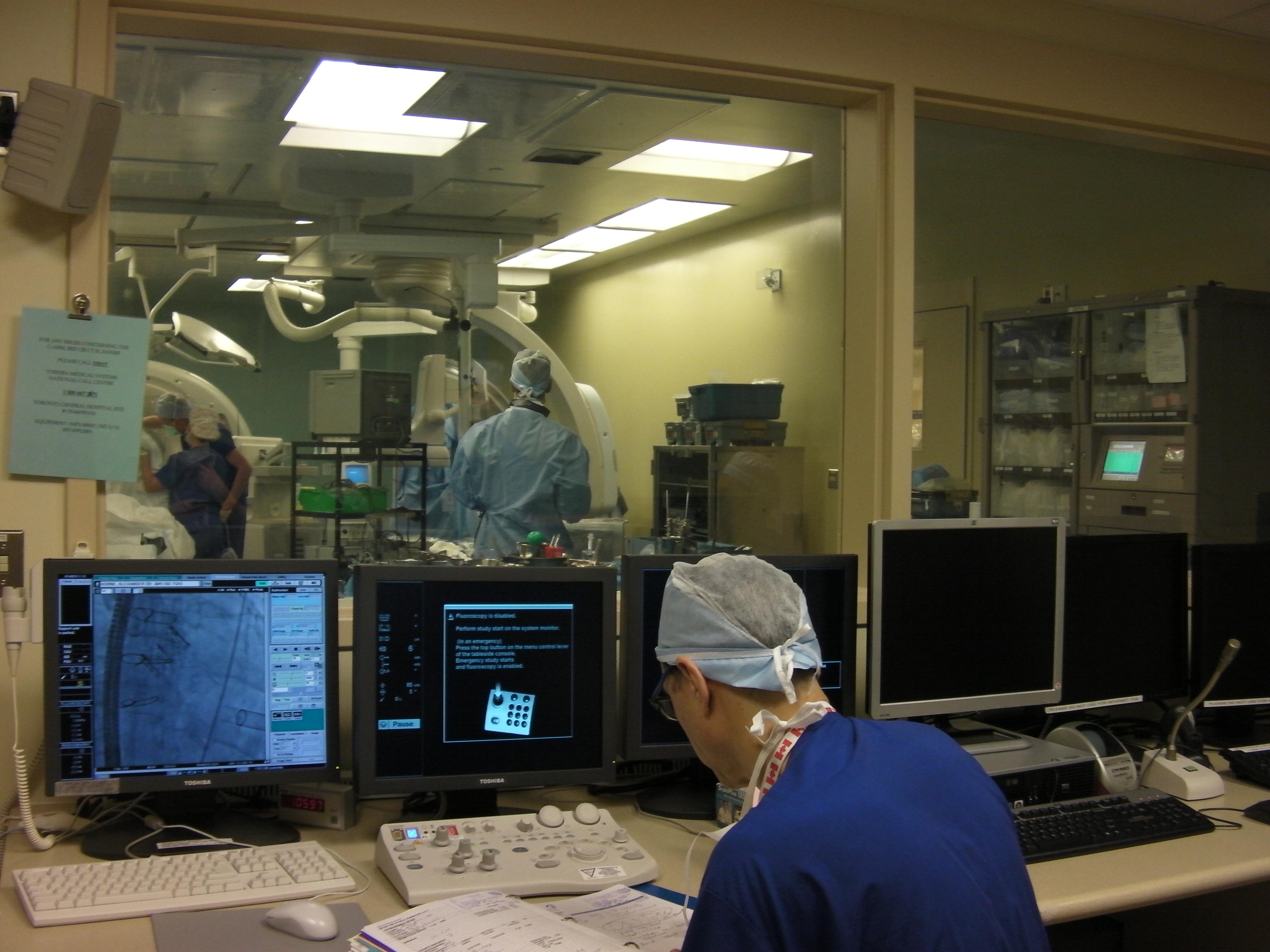 ハイブリッド手術室。つまり心臓手術とカテーテル操作の両方ができる部屋です。